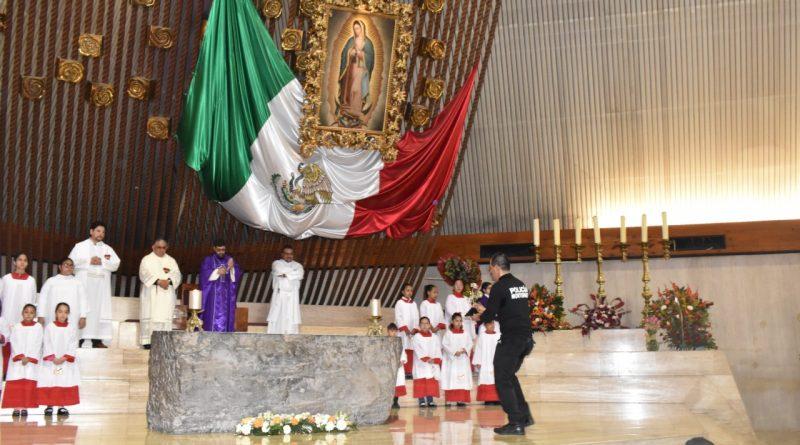 Llevan policías de Monterrey Rosa de Plata a la Basílica de Guadalupe
