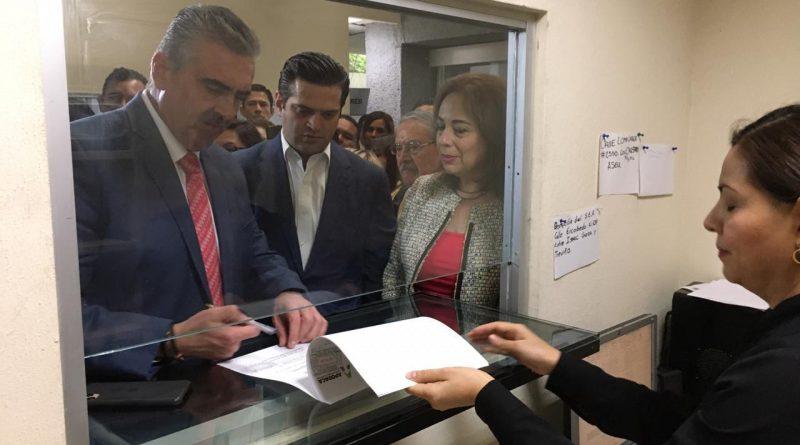 Presenta César Garza iniciativa para proteger a menores